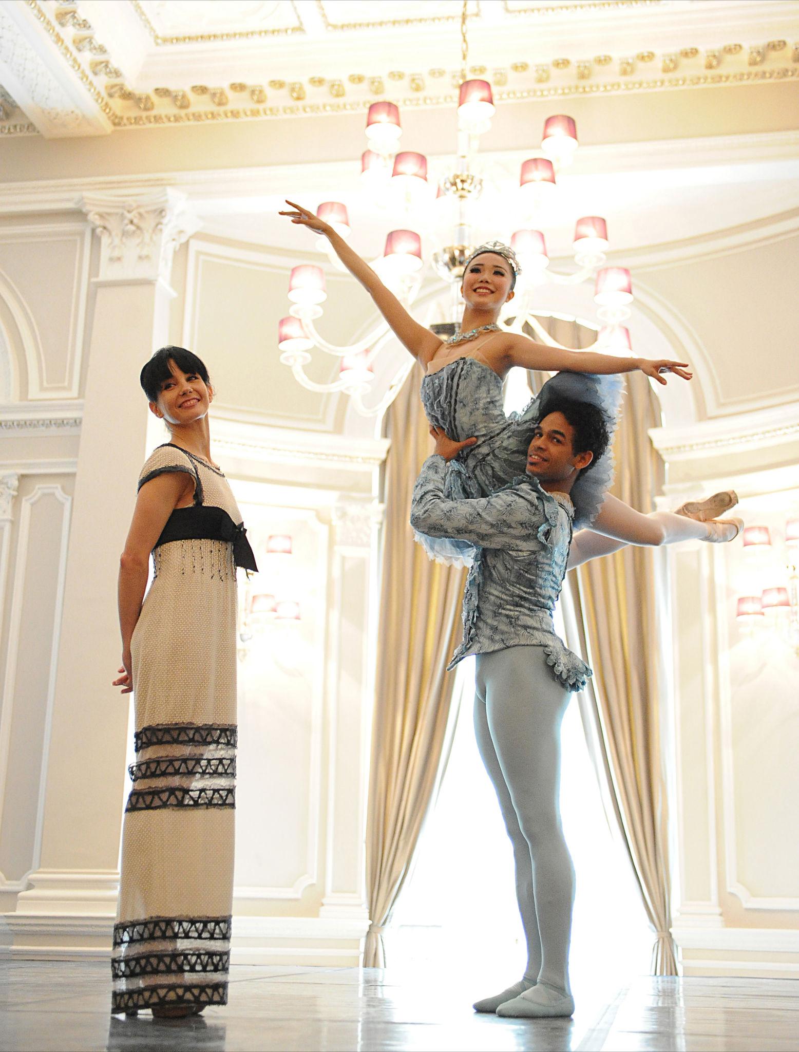 Tamara Rojo, Artistic Director of English National Ballet, with dancers Yonah Acosta and Shiori Kase.