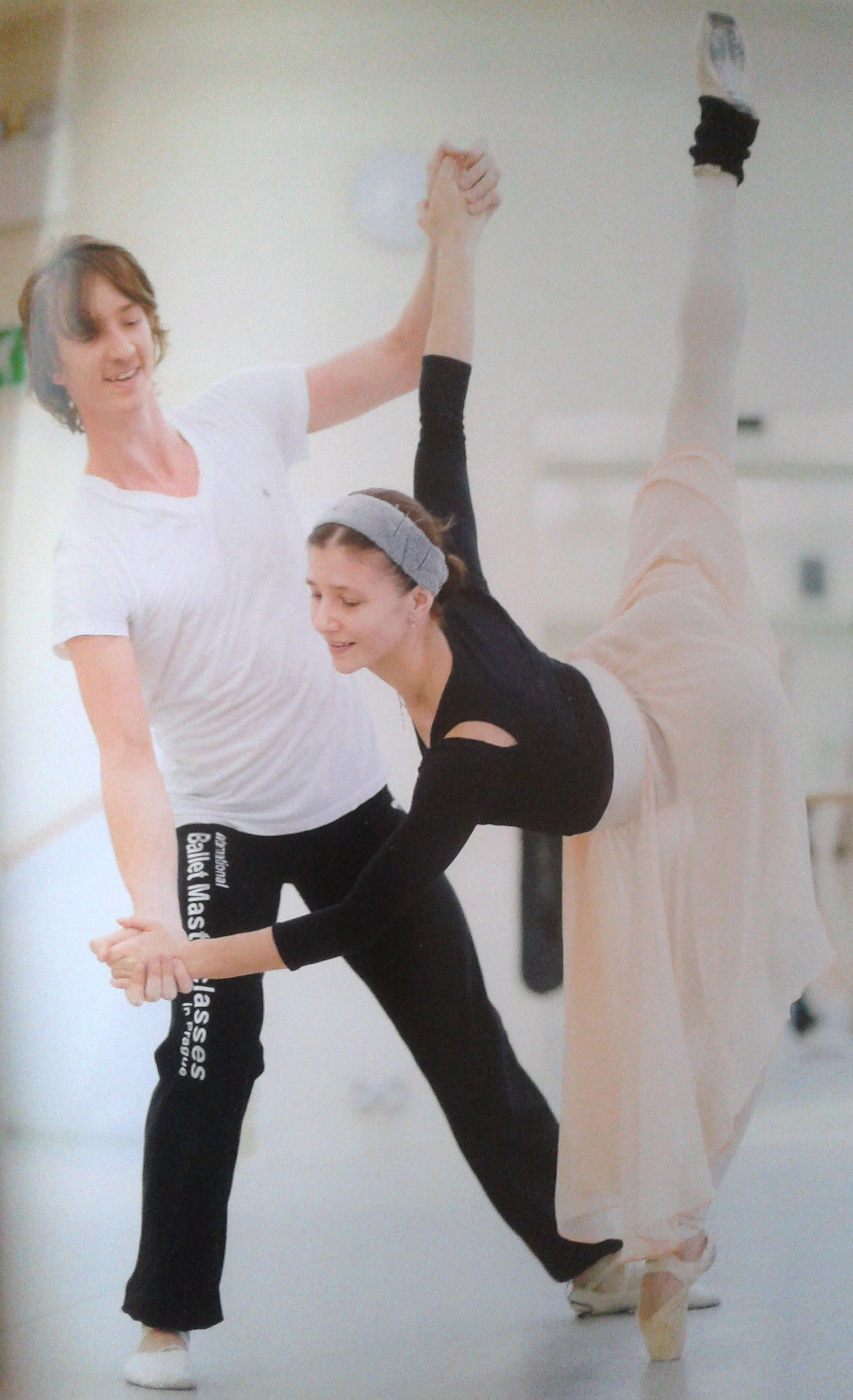 Alina Cojocaru and Vadim Muntagirov in rehearsals for 'Le Corsaire' (photographed from ENB's stunning programme)