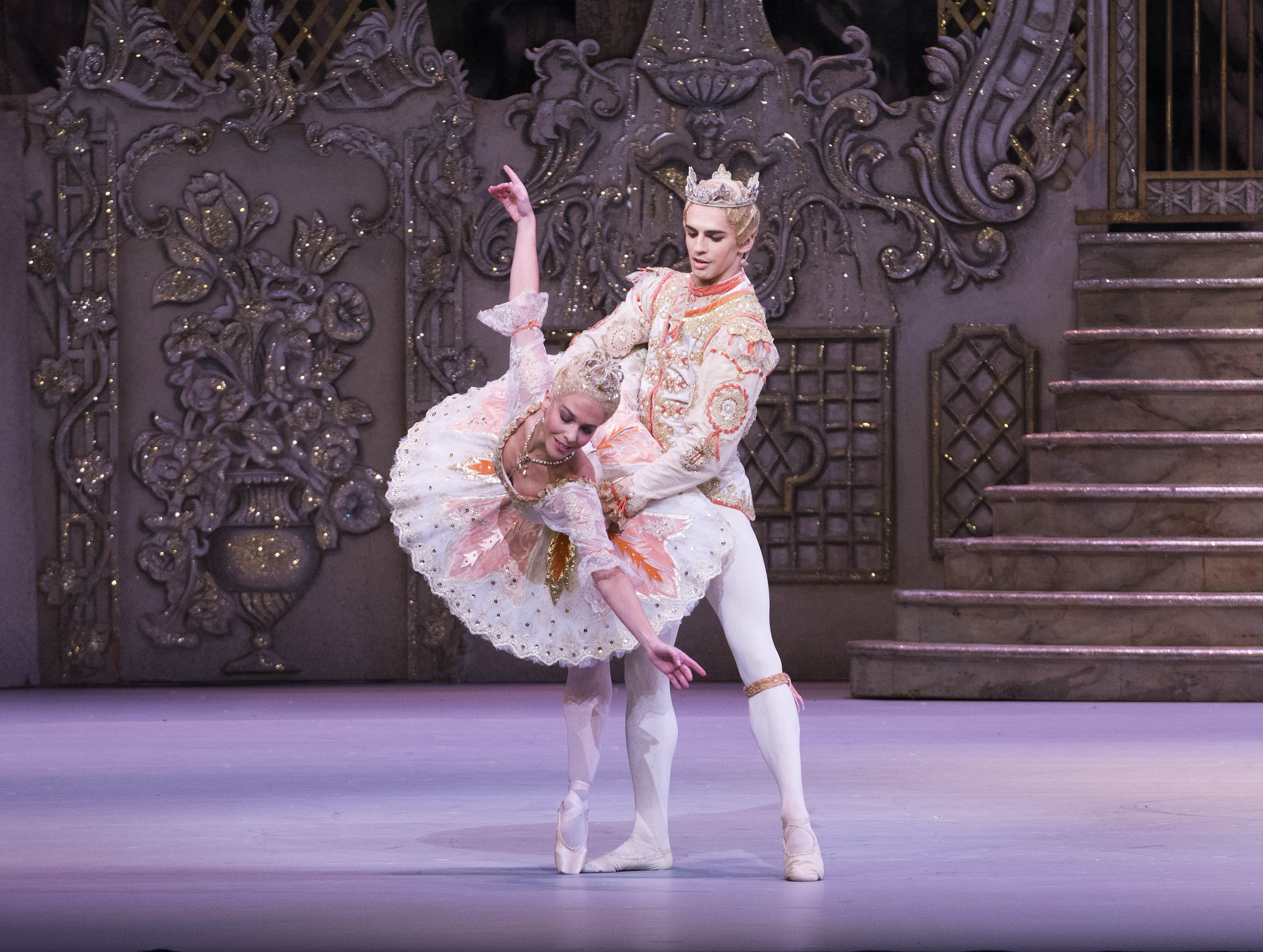 Laura Morera and Federico Bonelli (as The Sugar Plum Fairy and her Cavalier) in 'The Nutcracker' (photo by Tristram Kenton, ROH, 2013) 2
