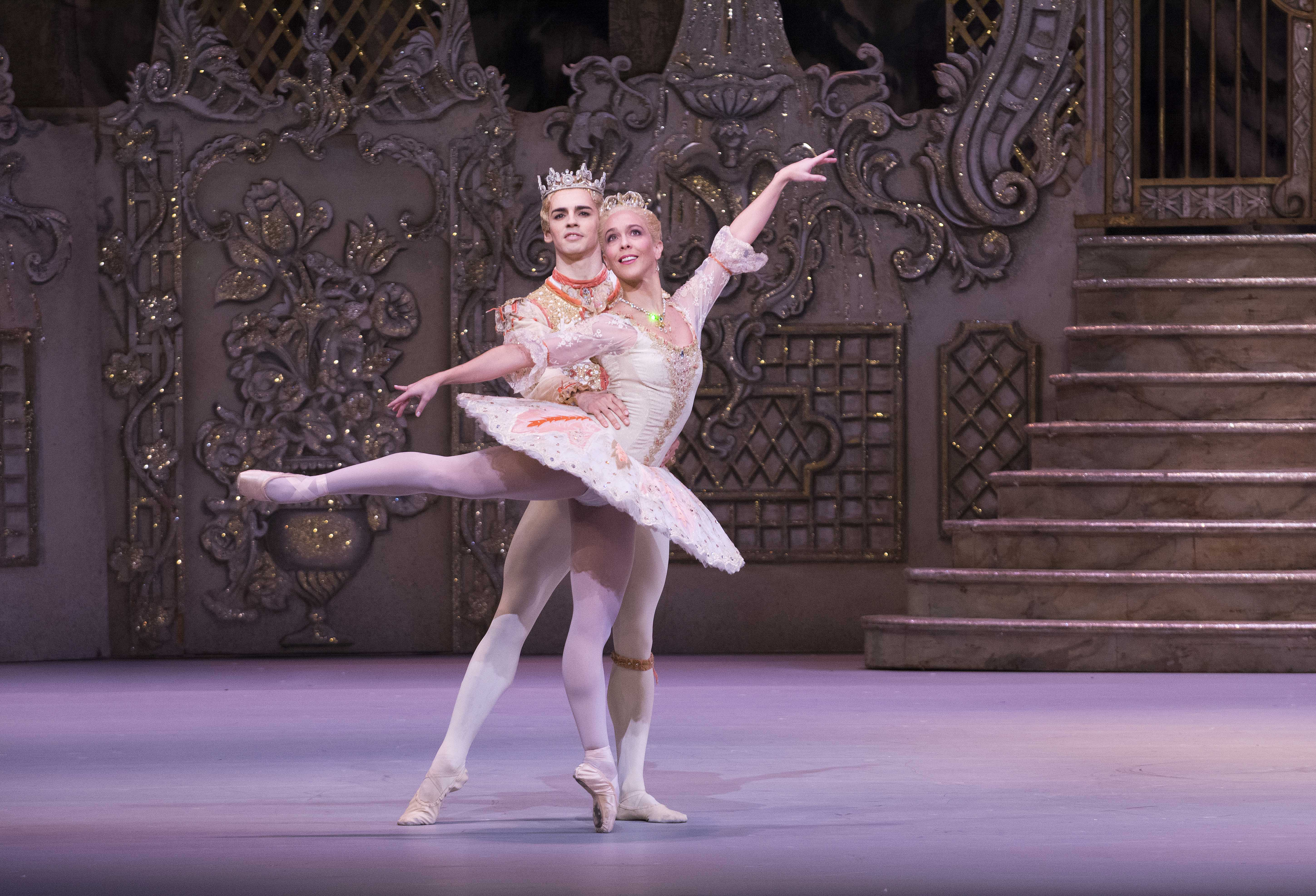 Laura Morera and Federico Bonelli (as The Sugar Plum Fairy and her Cavalier) in 'The Nutcracker' (photo by Tristram Kenton, ROH, 2013)