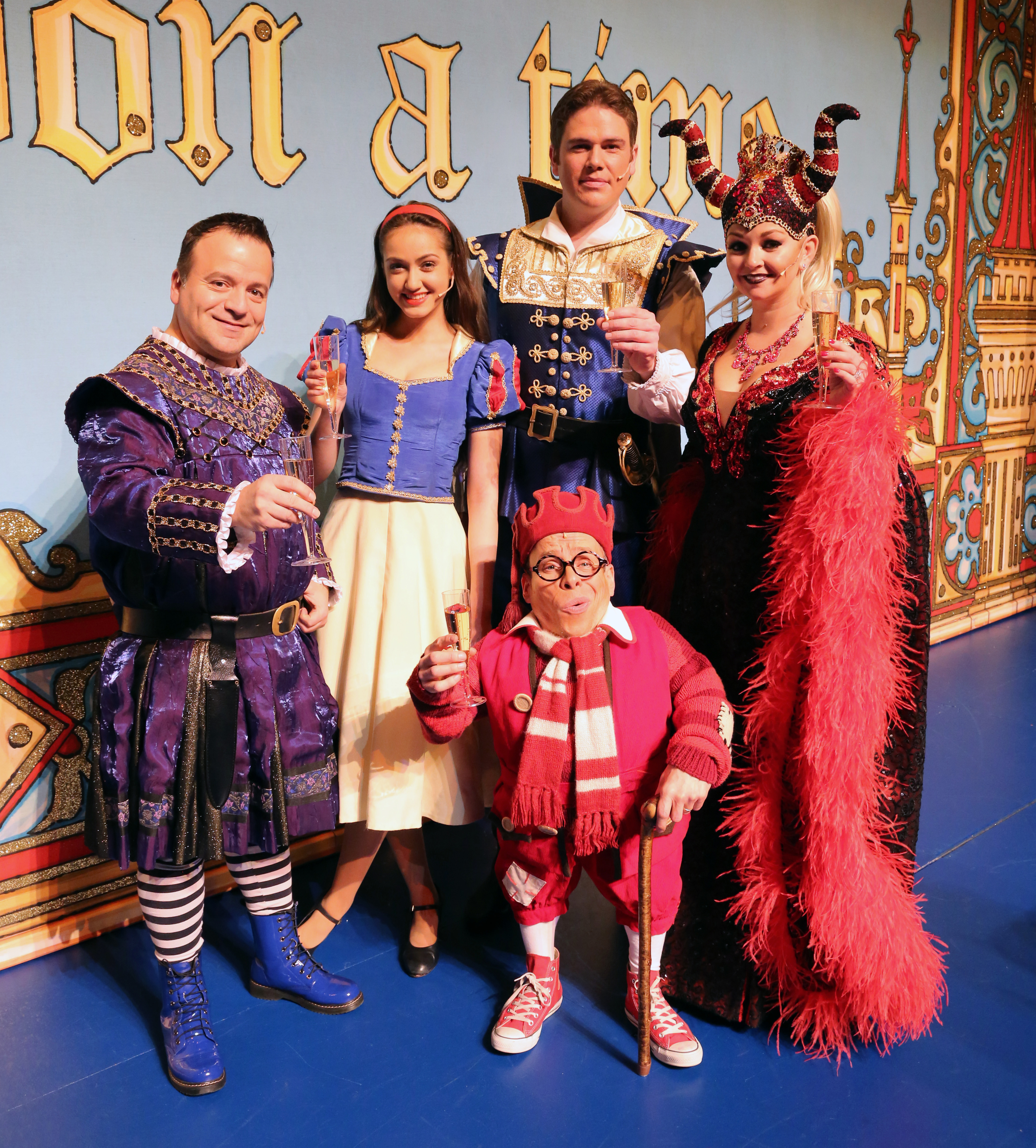 Snow White and the Seven Dwarfs. Milton Keynes Theatre pantomime, Christmas 2013. Kev Orkian, Kate Stewart, Shaun Dalton, Warwick Davis and Jennifer Ellison.