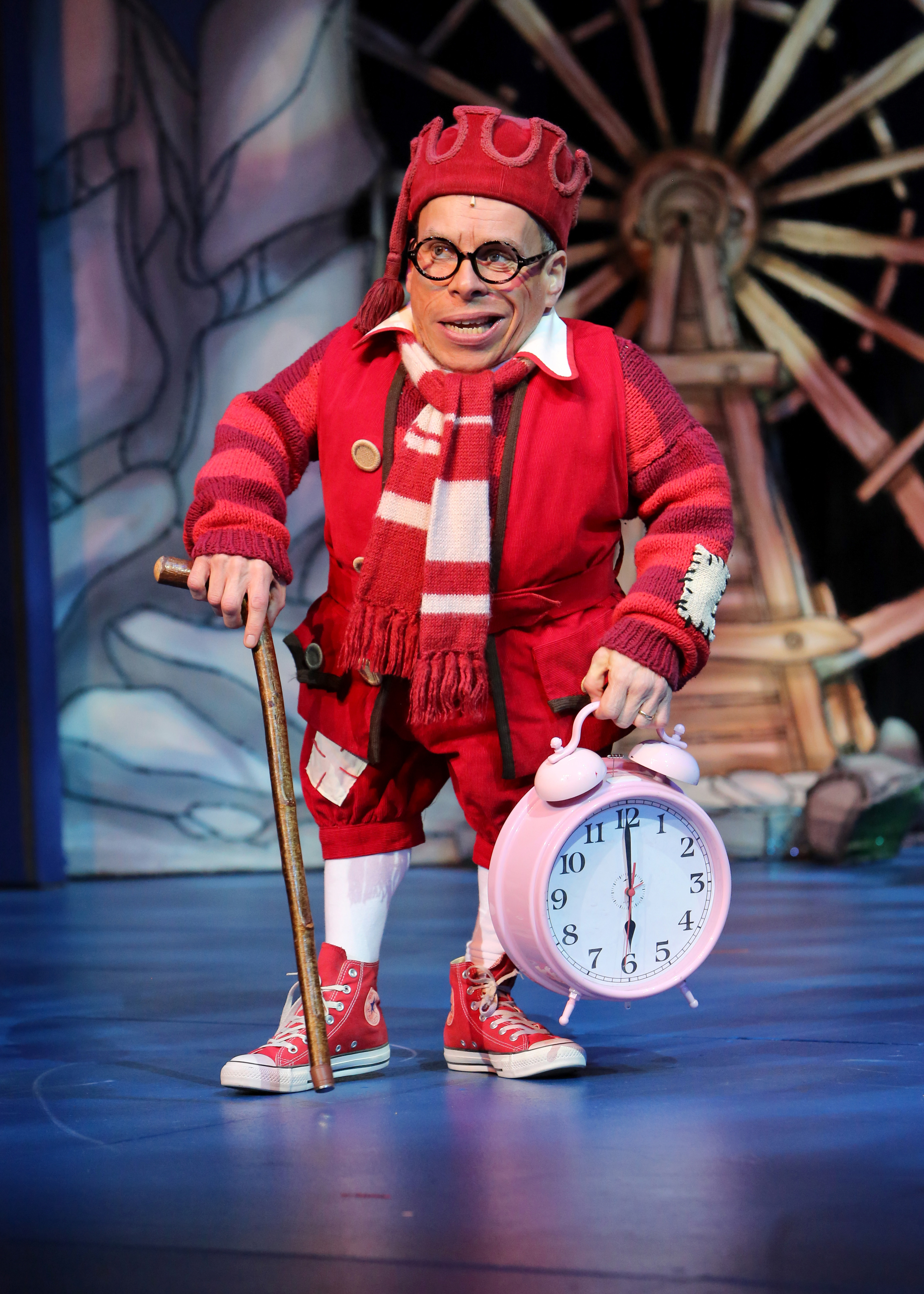 Snow White and the Seven Dwarfs. Milton Keynes Theatre pantomime, Christmas 2013. Warwick Davis as Prof.