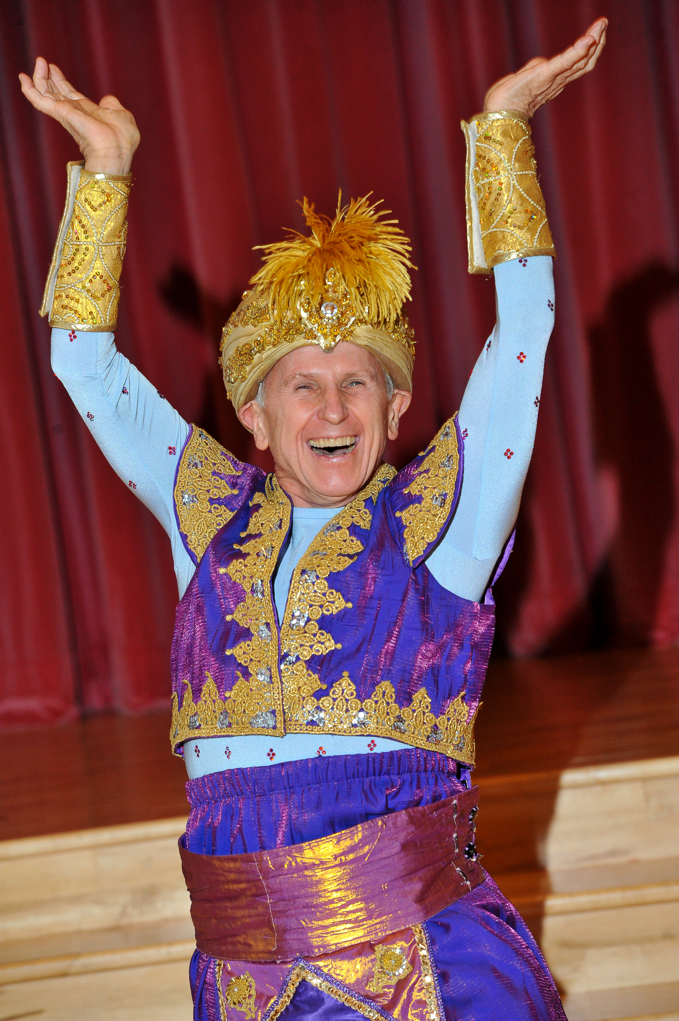 Wayne Sleep. Aladdin, Milton Keynes Theatre pantomime Christmas 2015. Wayne Sleep as Genie of the Ring.
