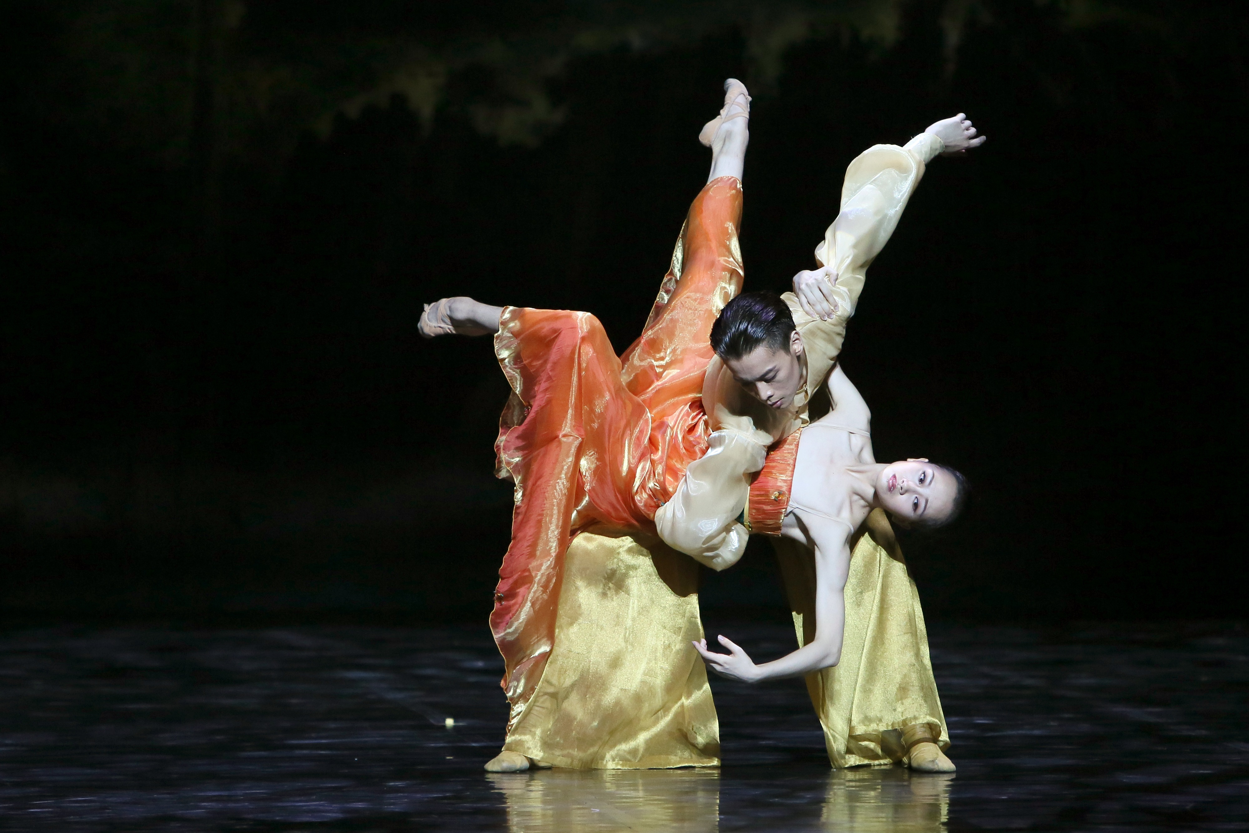 Shanghai Ballet in Echoes of Eternity. Dancers Wu Husheng as the Emperor and Qi Bingxue as Lady Yang.