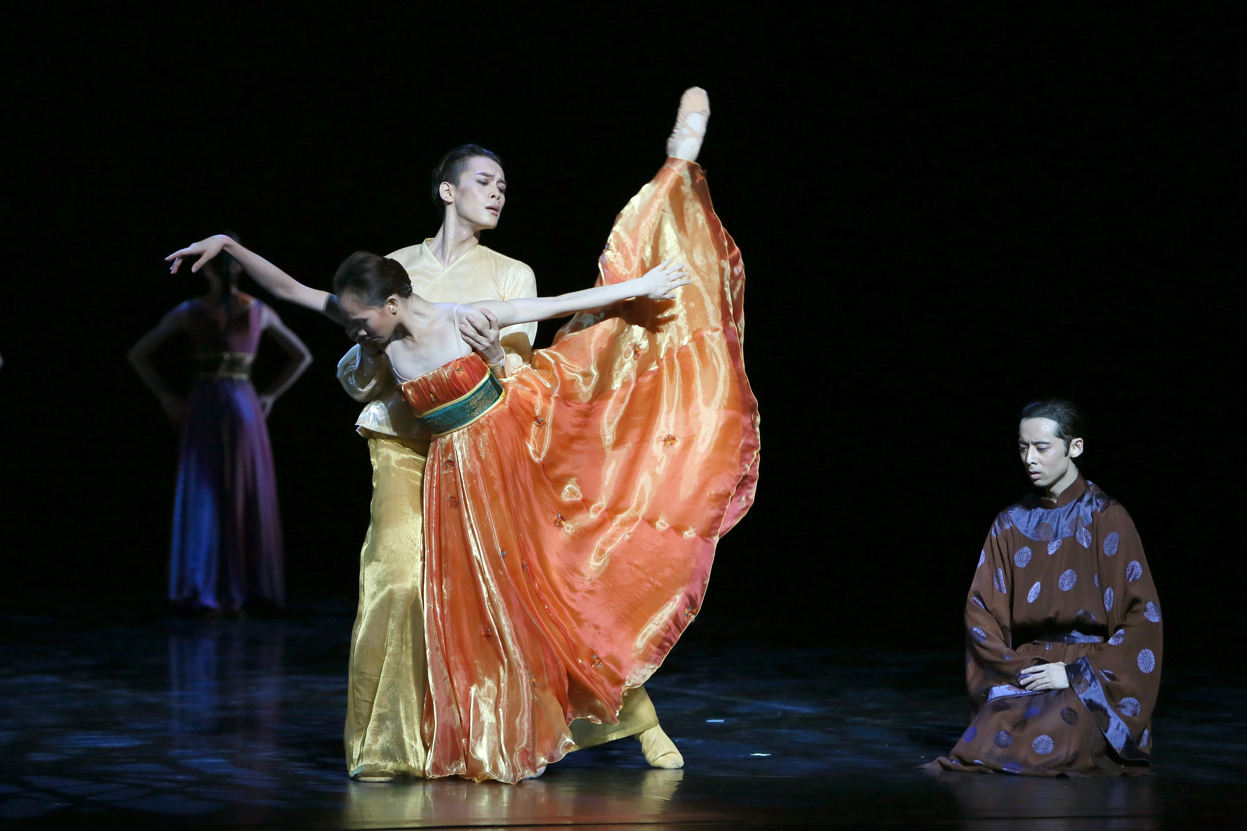 Shanghai Ballet in Echoes of Eternity. Dancers Wu Husheng, Qi Bingxue and Zhang Wenjun.