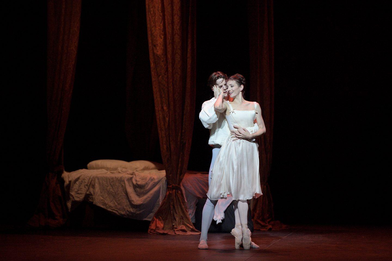 review  english national ballet u0026 39 s  u0026 39 manon u0026 39